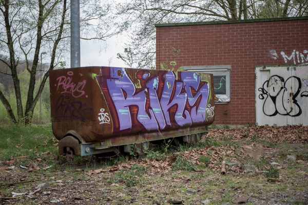 Riks on coal car-8